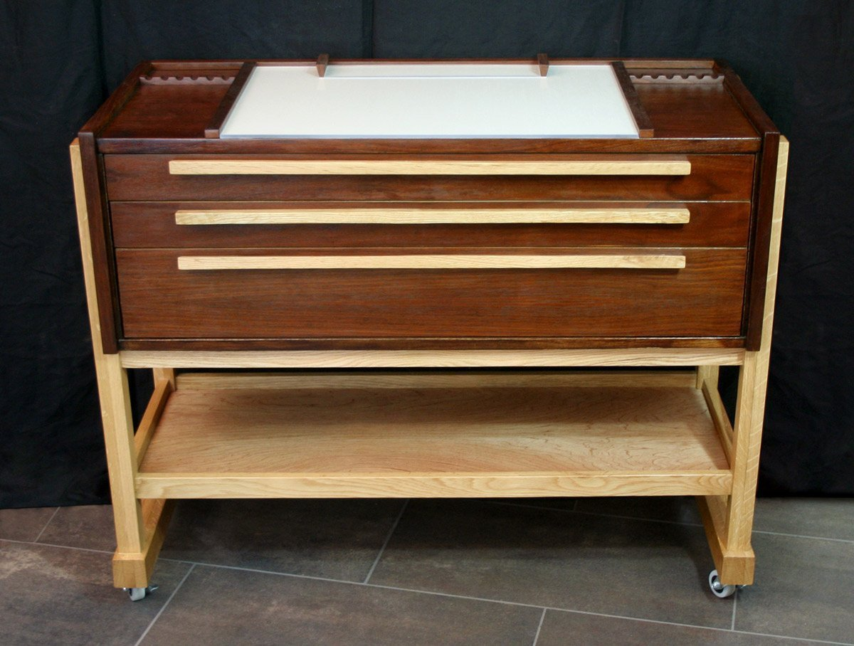 Taboret Front View